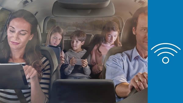 FordPass Connect - family in a car